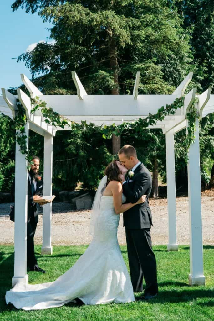 6 tips to plan a long distance wedding